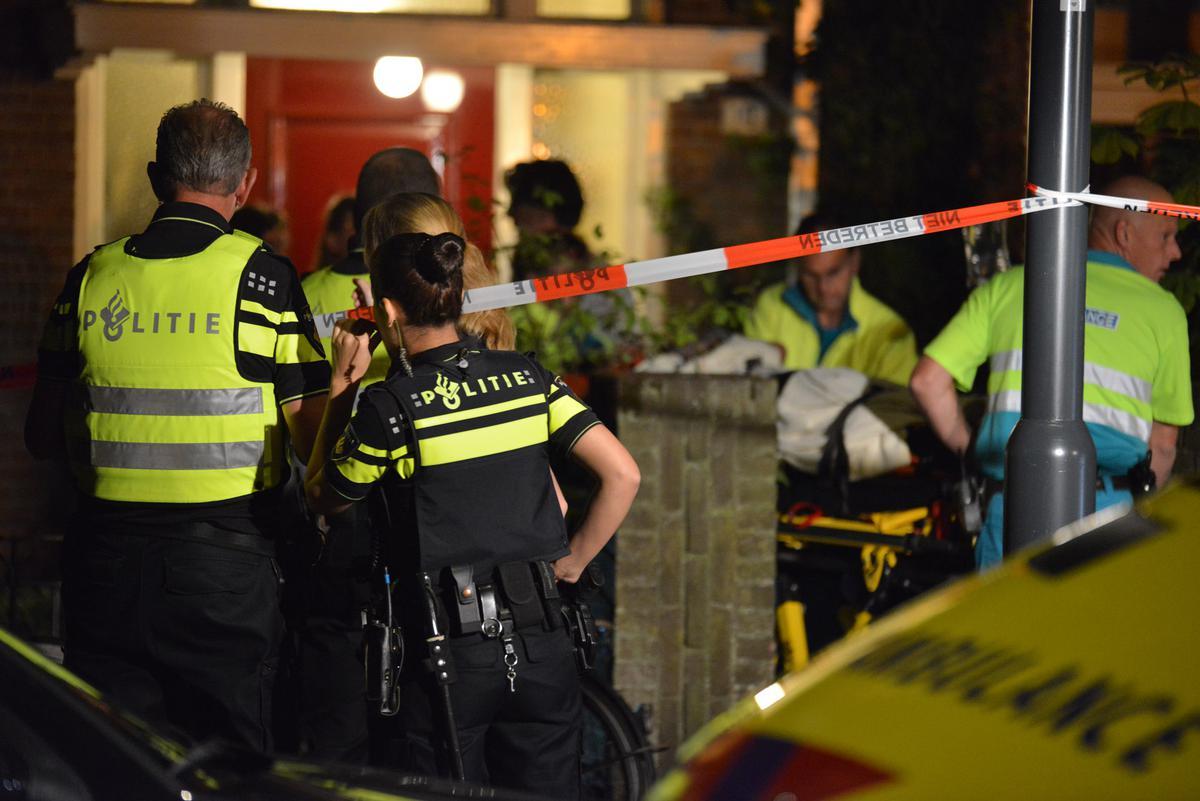 Een man is zwaargewond geraakt bij eenval uit een raam van een woning aan de Zandberglaan.