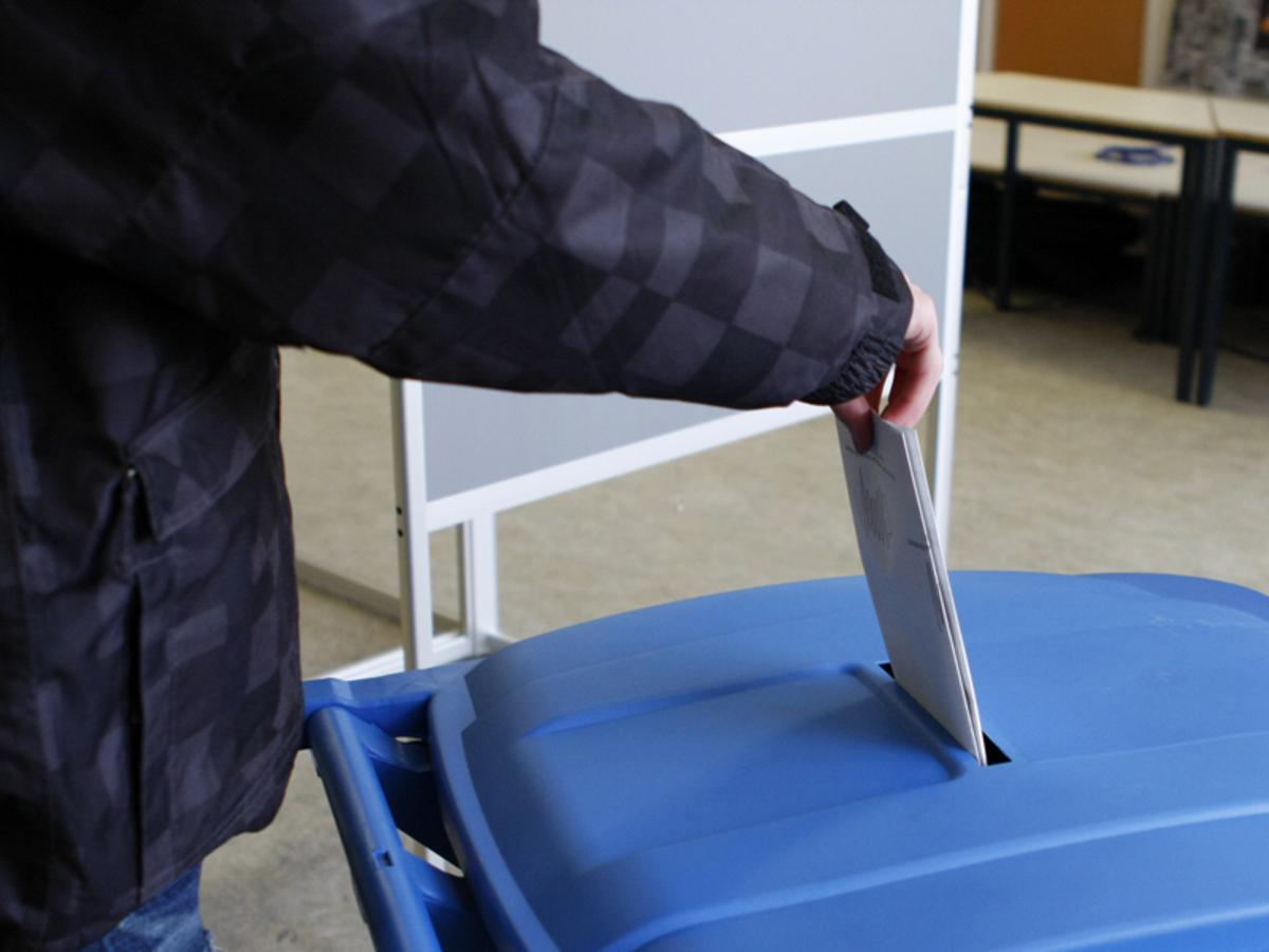 Een bovengemiddeld aantal kiezers toog naar de stemlokalen foto Ilse Lukken