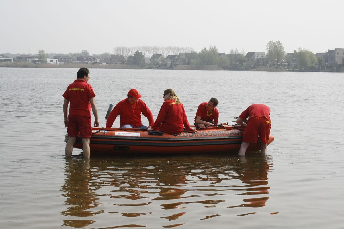 Op de Asterdplas was zondag de eerste bijeenkomst voor de reddingsbrigade. foto Jelle Willers