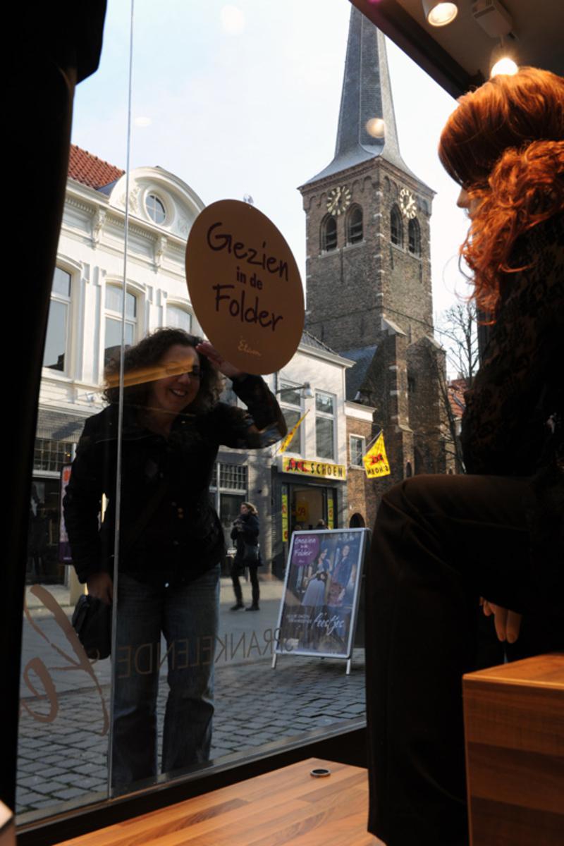 Een winterzonnetje en koopzondag: Sinterklaas  sloeg zijn slag. foto Janet Olde Wolbers