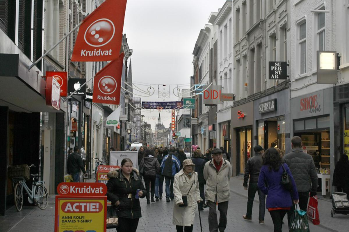Drukte in binnenstad voor Sinterklaas 2013. foto Sjoerd Lips