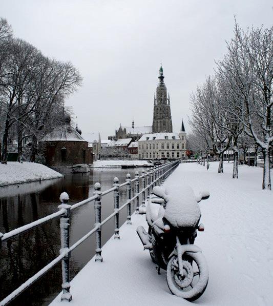 En weer sneeuwt het in Breda.