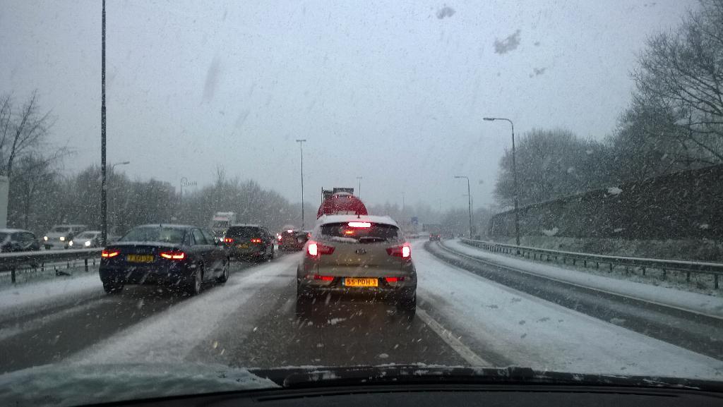 Sneeuw A58 bij De Stok, maandag 2 februari 2015.