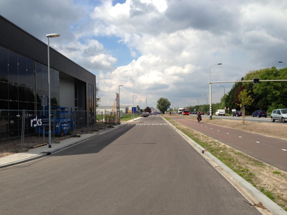 Het Spinoladeel van bedrijventerrein de Krogten met hier de Nieuwe Bredase Baan. foto Wijnand Nijs