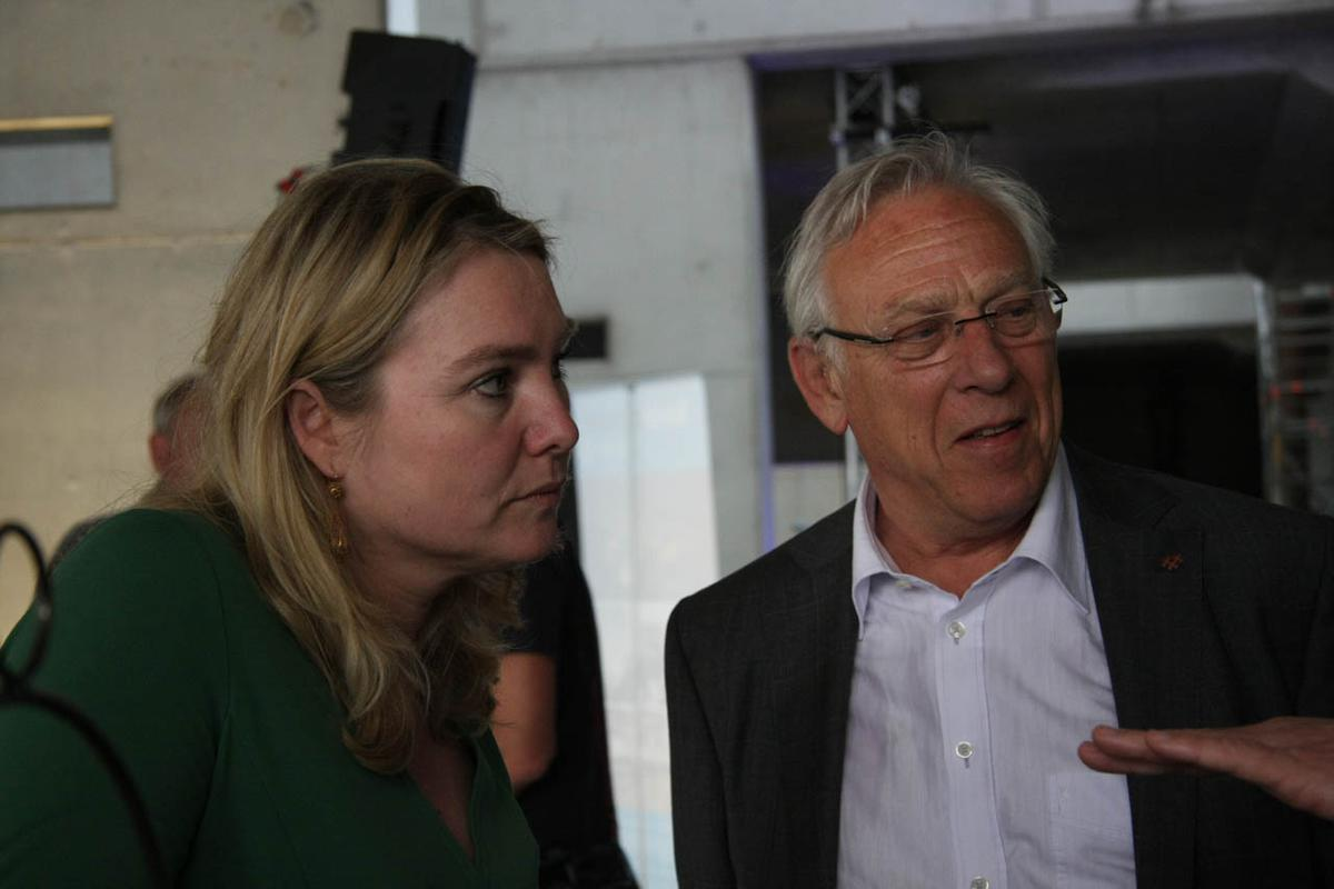 Minister Schultz trapt bouw station Breda af. foto Erik Eggens