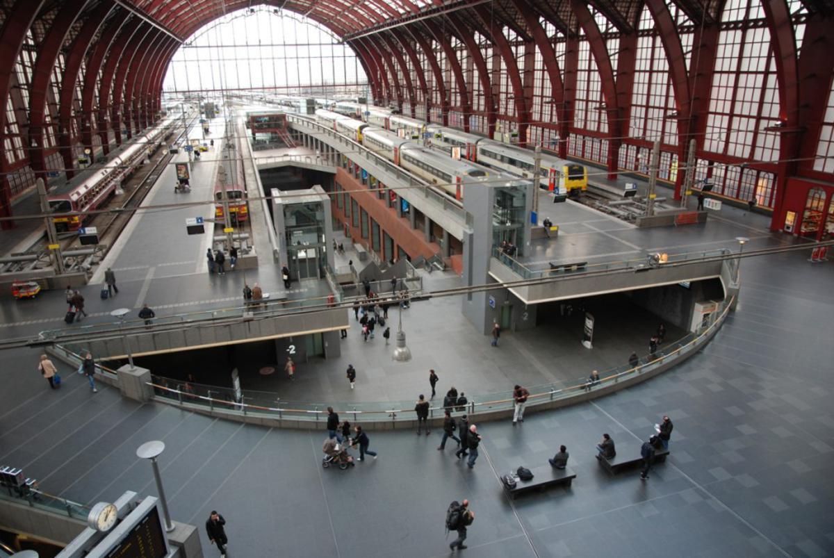 Station Antwerpen Centraal. Ooit aanlegplaats van de Fyra Breda-Antwerpen. foto Jeroen Thoolen