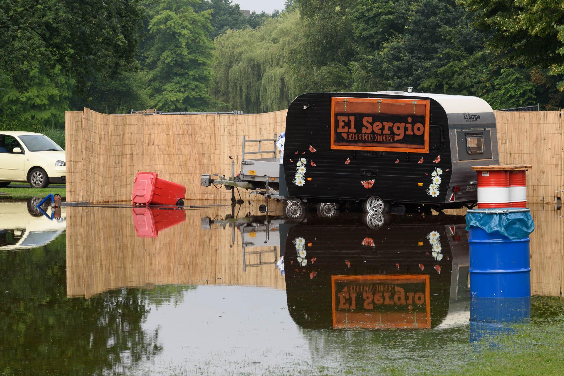 Wateroverlast in het Sonsbeeckpark bij Bumperkluiven.