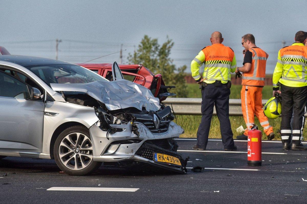 A16 bij knooppunt Klaverpolder dicht na ongeluk