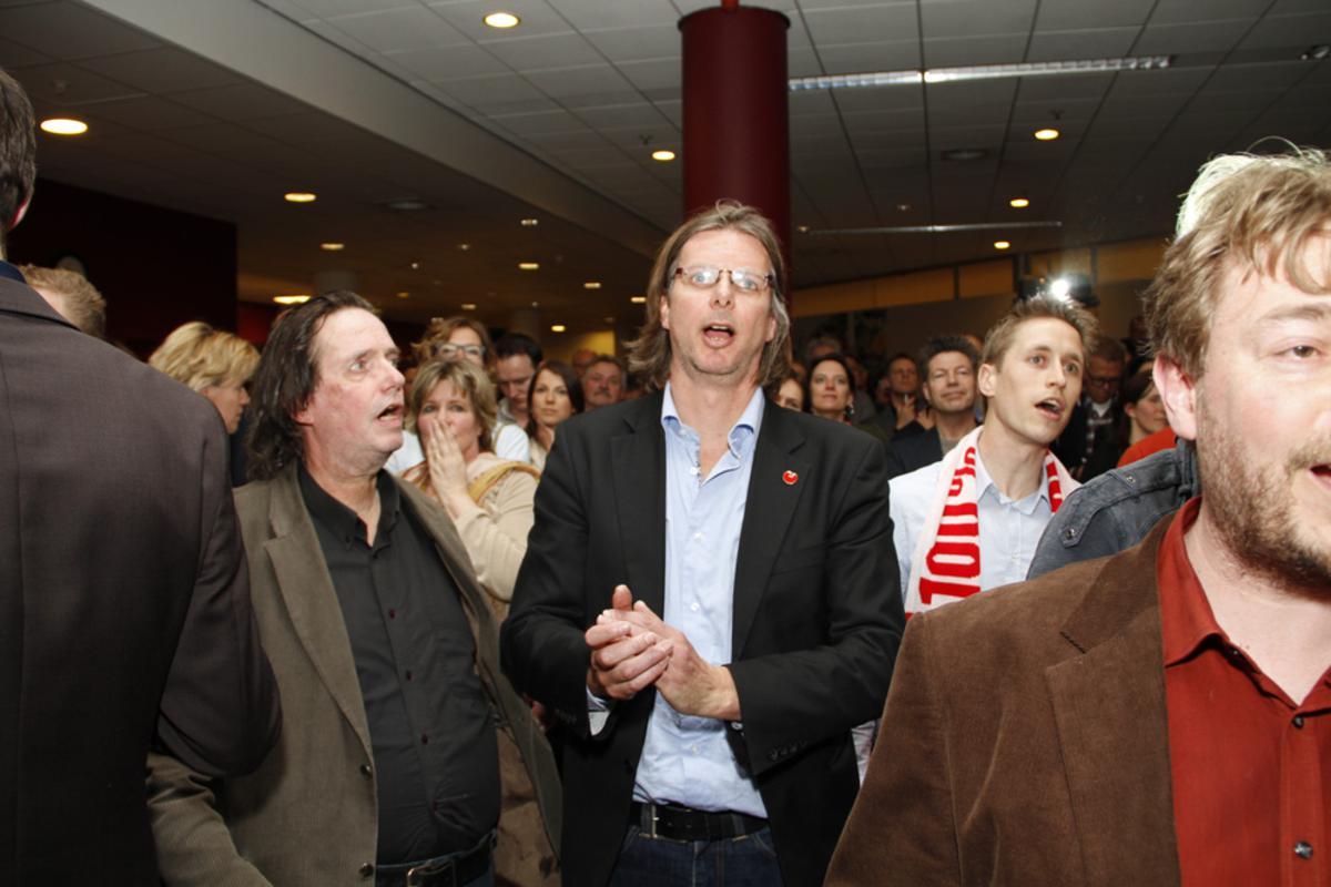De reacties na de 'voorlopig' definitieve uitslag. foto Wijnand Nijs