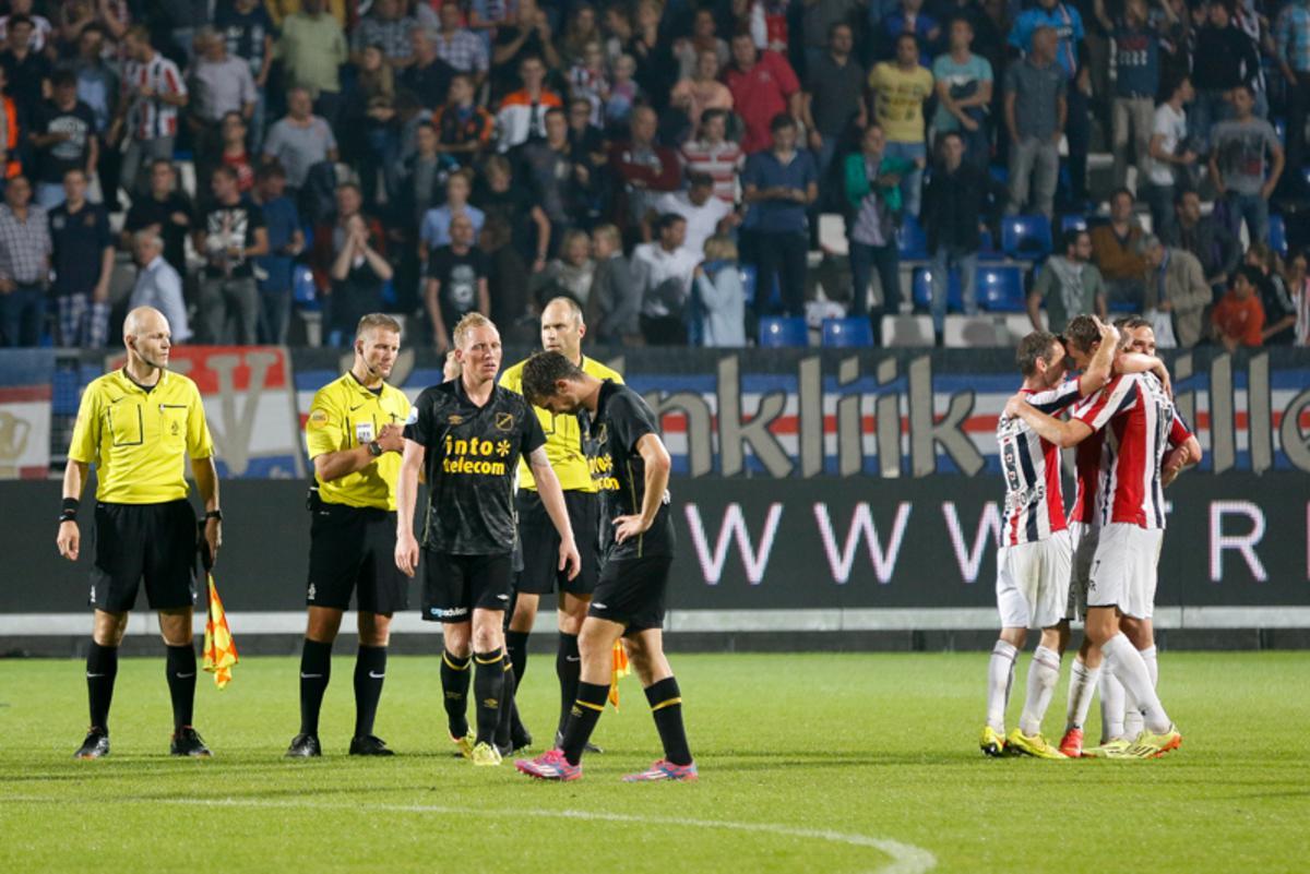 Willem II - NAC. Robert Braber laat NAC puntloos naar huis gaan door een treffer in de extra tijd.