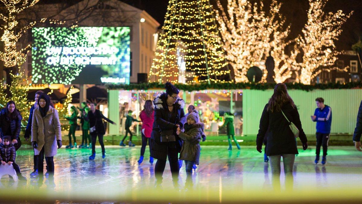 De ijsbaan op de Grote Markt