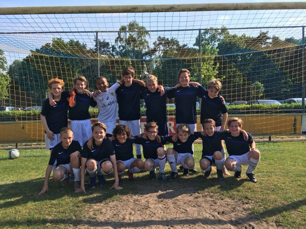 Teamfoto van de kampioenen van de St. Josephschool.