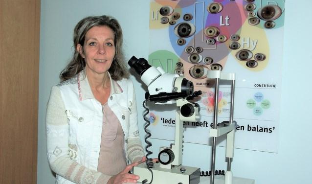 Lisette Timmermans gebruikt regelmatig iriscopie om de voedingsbodem van een klacht te vinden.