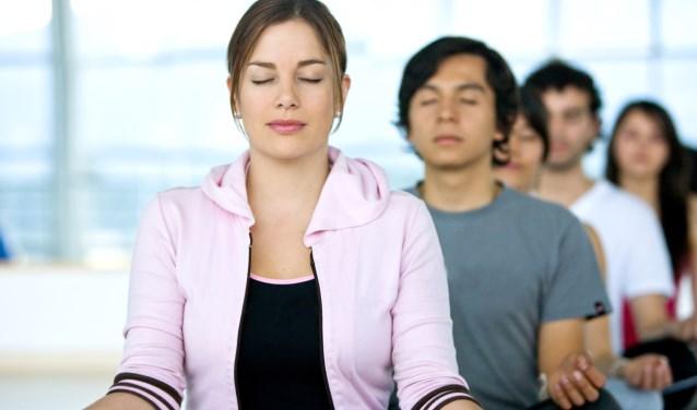 Het is wetenschappelijk bewezen dat mensen na een 8 weekse mindfulness training effectiever, fitter, gezonder, stressbestendiger, meer ontspannen en gelukkiger zijn.