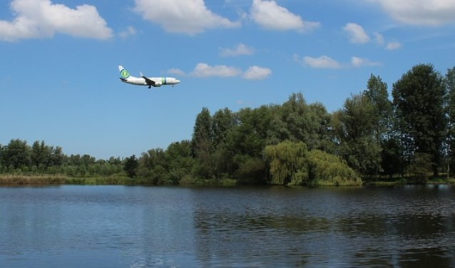 Door toenemend vliegverkeer wordt het ondoenlijk de klimaatdoelen te bereiken, benadrukt Pau Peeters. (foto:Natuur en Milieufederatie Zuid-Holland, NMZH)