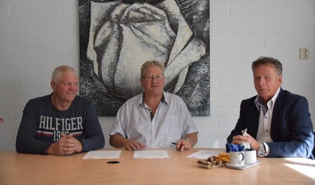Van links naar rechts: Jos van Esschoten, Sjaak Lispet (voorzitter D.S.V. Full Speed) en Paul Friskes.