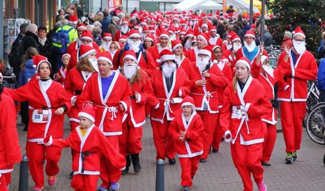 Al die keer eerder organiseerde de Rotary Club een Santa Run in Pijnacker. Dit jaar wordt ook in Delft een Santa Run georganiseerd. (foto: archief)