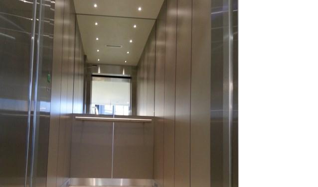 Een opgeknapte liftcabine in het pand van Oogheelkunde te Rijswijk. (Foto: PR)