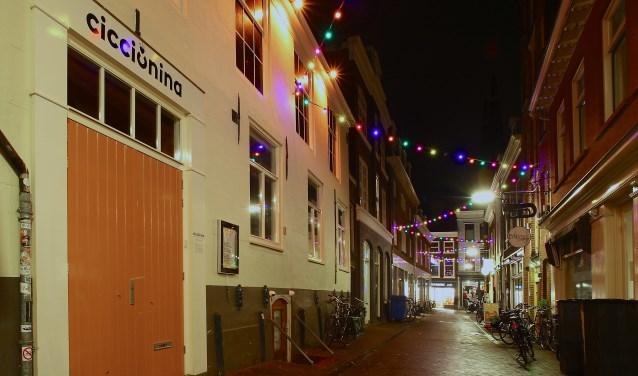 De Kromstraat is afgelopen jaren dè uitgaansstraat van Delft geworden. Het succes van dit smalle straatje kent ook een keerzijde.