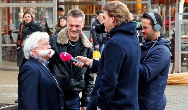 Martin Stoelinga weet met enige regelmaat het landelijke nieuws te halen. Hier is hij in gesprek met Rutger Castricum van Powned. Afgelopen week werd hij gevolgd door een tv-ploeg van EenVandaag.