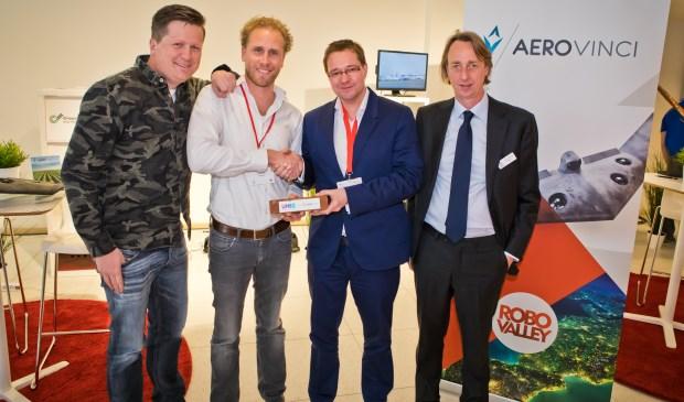 V.l.n.r.: Lucas Oostrom (AeroVinci), Jochem Wieringa (AeroVinci), Rolph Segers (UNIIQ) en Niels Westendorp, founder van de TUS Expo. (foto: Marc Verhees)