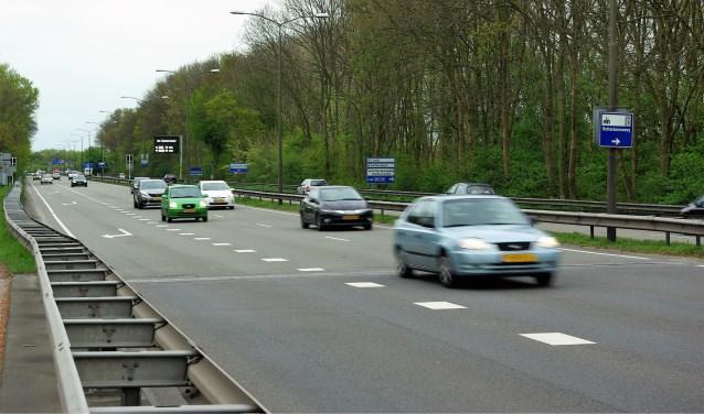 De N470, in Delft vooral bekend onder de naam Kruithuisweg, wordt zo opgeknapt dat het beheer en onderhoud van de weg CO2-neutraal wordt.