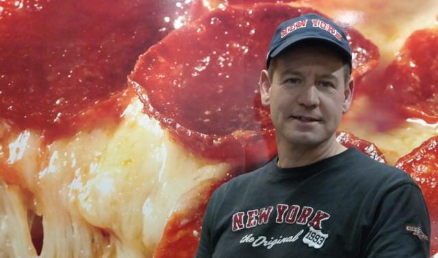 Erik Keus sponsort met zijn New York Pizza de Taekwondoka Daphne van der Wijngaart, die gaat acteren op het wereldkampioenschap in Italië.