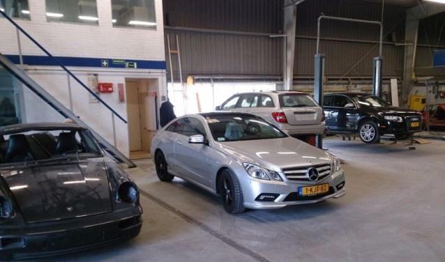Het team van Delft Autoschade neemt uw auto bekwaam onder handen. (Foto: PR)