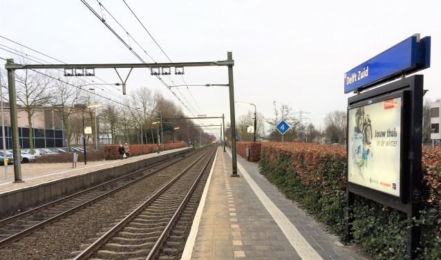 Op het perron van station Delft Zuid zal het komende week net zo rustig zijn als op deze archieffoto.