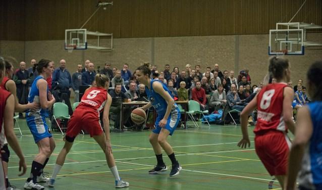 Eén van gevolgen van de gemeentelijke bezuinigingsoperatie was de verhuizing van DAS, die Sporthal Brasserskade verruilden voor een nieuwe hal bij SC Delfland. (foto: Roel van Dorsten)