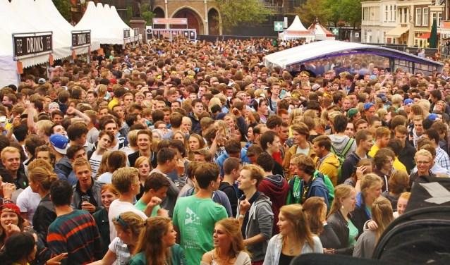 Delft wordt elk jaar weer overspoeld door een flinke lichting nieuwe studenten. (foto:archief)