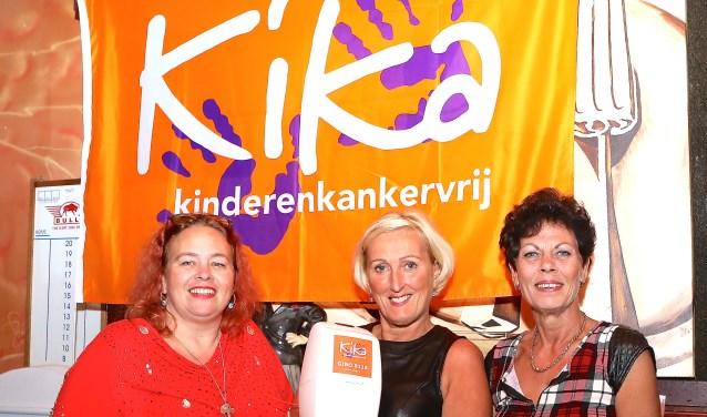 Nettie, Conny en Jolanda zijn blij met de opbrengst van 'Dansen voor KiKa. (Foto: PR)