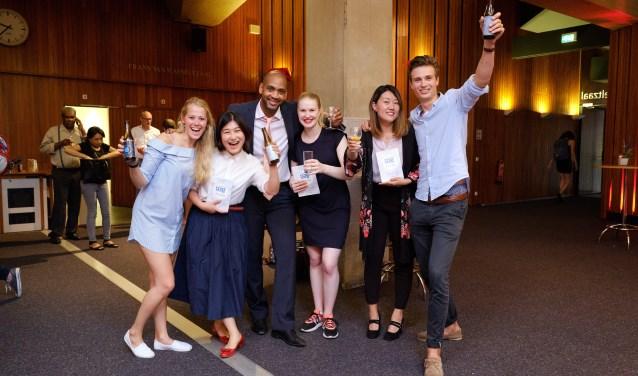 Glenn Weisz (centraal) betrok ook zijn doelgroep bij het maken van het boek Studenten Hebben Dorst, dat afgelopen zomer uitkwam.