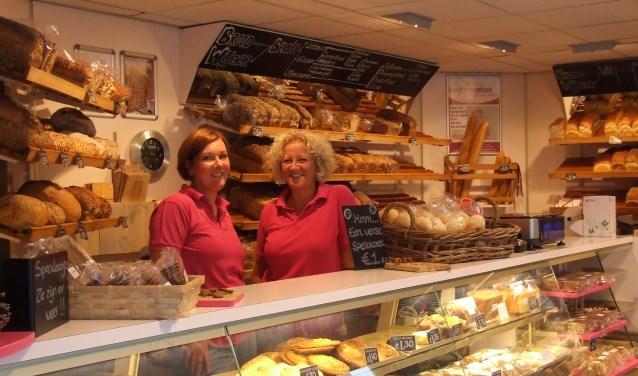 Lekker genieten van het najaar bij bakker van Roon. (Foto: EvE)