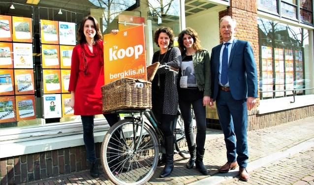 Het team van Bergklis Makelaars is goed op elkaar ingespeeld. Van links naar rechts: Thessa van de Beld, Lisette Kuit-van Heijningen, Marcha Dijkshoorn en Ko van de Beld.