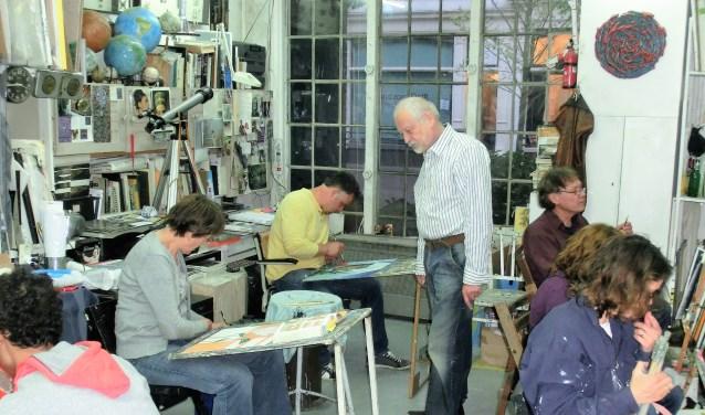Van der Kruit geeft al ruim dertig jaar schilder- en tekenlessen.