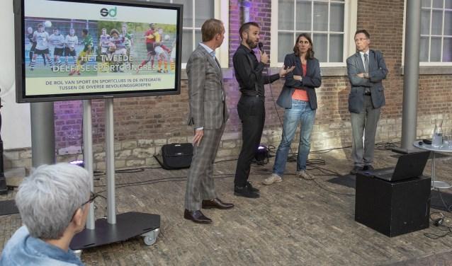 Spreken over integratie in de sport (foto: Roel van Dorsten)