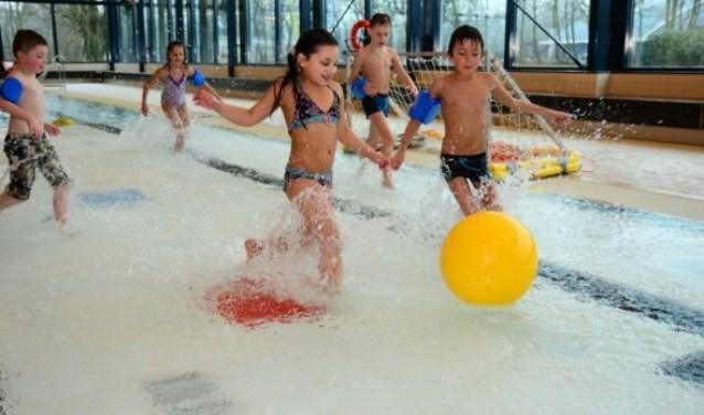 Doe mee met het Eerste Delftse Watervoetbaltoernooi in Zwembad Kerkpolder!