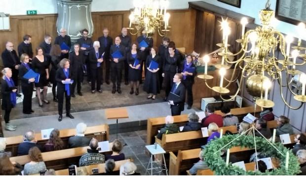 Het kerstjuweeltje van Delft Blue in de Lutherse Kerk. (foto: Leo Veldmuis)