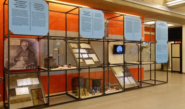Een deel van de fascinerende tentoonstelling The Age of Standards, te zien in de aula van de TU Delft
