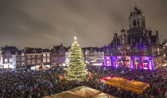 Hoogtepunt van de Lichtjesavond is het ontsteken van de lichtjes op het Marktplein (Foto: Christian Kalse)
