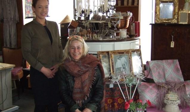 Soraya (l) en Petra (r) zien u graag komen! (Foto: EvE)