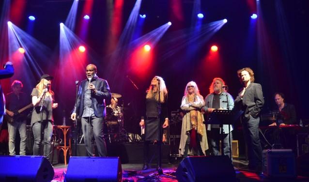 Een uitverkocht concert voor popfenomeen Hans Vermeulen (foto: Jerrold Mallee)
