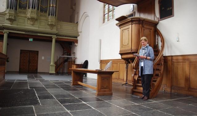 Tina Geels vooraf bij een meditatiesessie die Vrijzinnig Delft organiseert voor zijn leden in de Waalse kerk