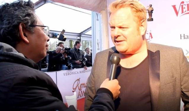 Welke bekende acteur en zanger wordt doorCharlesvan Harling geïnterviewd?