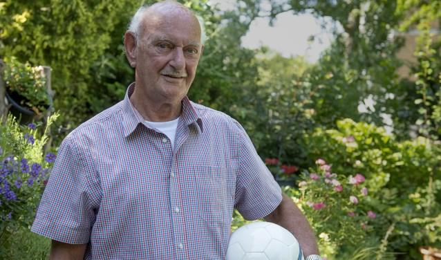 Jan van Zuijlen speelde nooit in het eerste elftal van Delft, maar is van onschatbare waarde voor de vereniging. (foto: Roel van Dorsten)