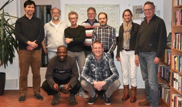 Het nieuwe bestuur. Staand v.l.n.r.: John, William, Michel, Max, Victor, Dianne en Alfred (voorzitter). Zittend vooraan: Okey en Jeffrey.