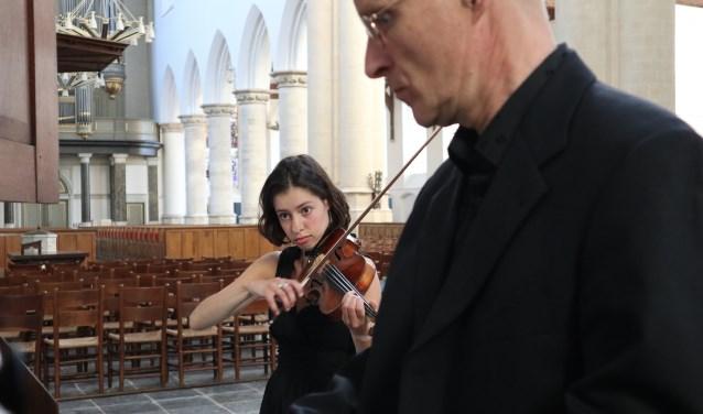 Violiste Marijke Schaap en organist Bas de Vroome geven een concert op donderdag 26 juli.