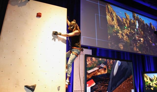 Met Venga! Climbing in Mixed Reality, kan een sporter in Virual Reality ervaren hoe het is om hoog in de bergen te klimmen. (Foto: PR)