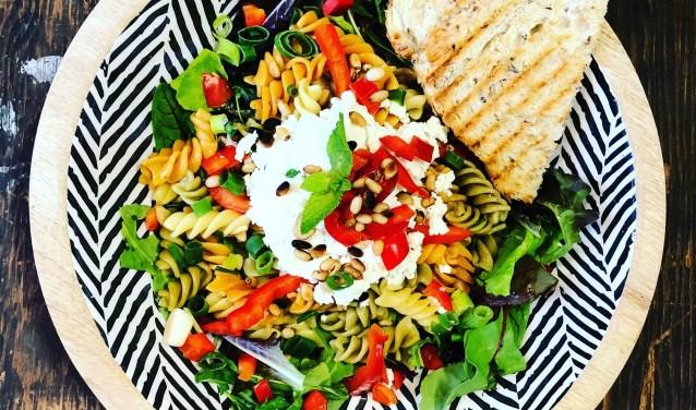 Kom genieten van een kopje koffie of van de heerlijke pastasalade in het Tuincafé van Groenrijk 't Haantje.